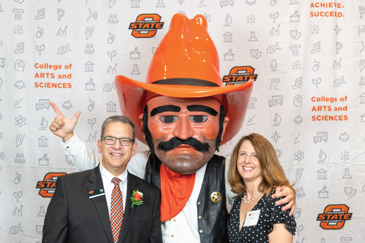 Faculty with Pistol Pete